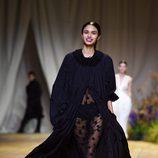 Vestido de transparencias de H&M Studio primavera/verano 2017 en la Paris Fashion Week