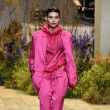 Camisa y pantalón rosa de H&M Studio primavera/verano 2017 en la Paris Fashion Week