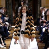 Abrigo de pelo de Lanvin otoño/invierno 2017/2018 en la Paris Fashion Week
