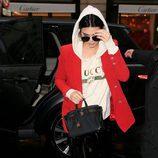 Kendall Jenner con un look casual en las calles de París