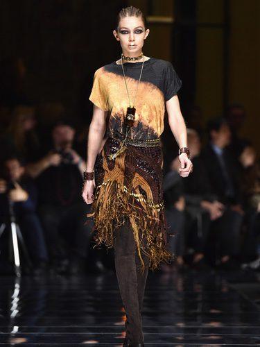 Gigi Hadid en el desfile de Balmain otoño/invierno 2017/2018 en la Paris Fashion Week