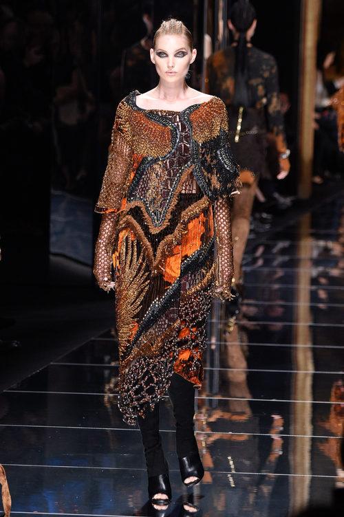 Elsa Hosk en el desfile de Balmain otoño/invierno 2017/2018 en la Paris Fashion Week