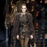 Abrigo con capa de Balmain otoño/invierno 2017/2018 en la Paris Fashion Week