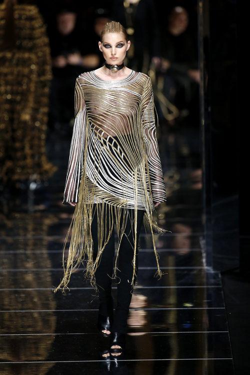 Camisa con transparencias de Balmain otoño/invierno 2017/2018 en la Paris Fashion Week