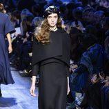 Vestido negro largo de Dior de la colección otoño/invierno 2017/2018 en Paris Fashion Week
