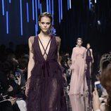 Vestido en color berenjena de Elie Saab de la colección otoño/invierno 2017/2018 en París Fashion Week