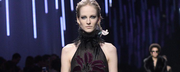 Vestido con transparencias de Elie Saab de la coleccion otoño/invierno 2017/2018 en París Fashion Week