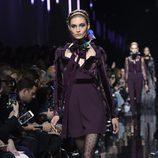 Vestido con terciopelo de Elie Saab de la colección otoño/invierno 2017/2018 en París Fashion Week