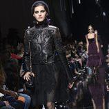 Cazadora de cuero de Elie Saab de la colección otoño/invierno 2017/2018 en París Fashion Week
