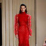 Vestido largo con encaje de Giambattista Valli otoño/invierno 2017/2018 en la Paris Fashion Week