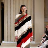Abrigo de tejido de pelo de Giambattista Valli otoño/invierno 2017/2018 en la Paris Fashion Week