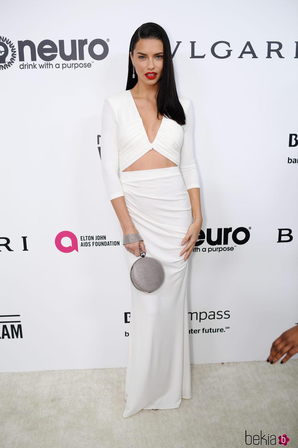 Blanco Fiesta Por De Elton En John Los La Lima Vestido Con Adriana Un Fundación wqI60Bn7