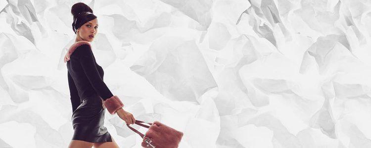 Bella Hadid con un look de cuero de su propia colección con Chrome Hearts