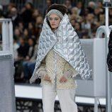 Capa acolchada de Chanel otoño/invierno 2017/2018 en la Paris Fashion Week