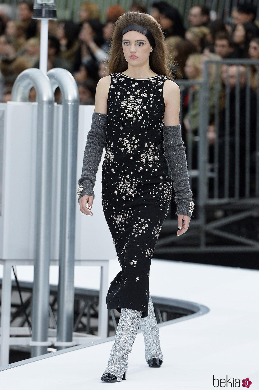 Vestido negro estampado de chanel oto o invierno 2017 2018 for Moda de otono 2017
