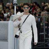 Total look white de Chanel otoño/invierno 2017/2018 en la Paris Fashion Week