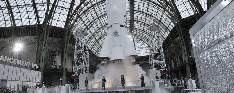 Cohete en la pasarela de Chanel otoño/invierno 2017/2018 en la Paris Fashion Week