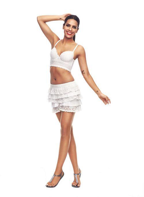 Cristina Pedroche con una falda blanca de Ipanema para verano 2017