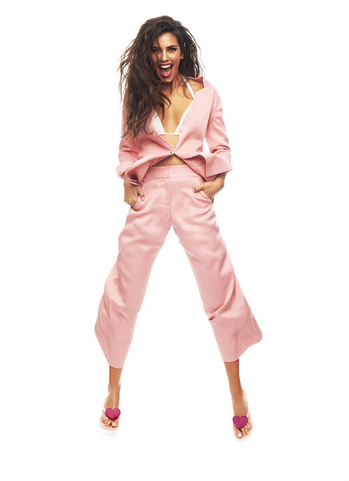 Cristina Pedroche con un total look rosa cuarzo de Ipanema para verano 2017