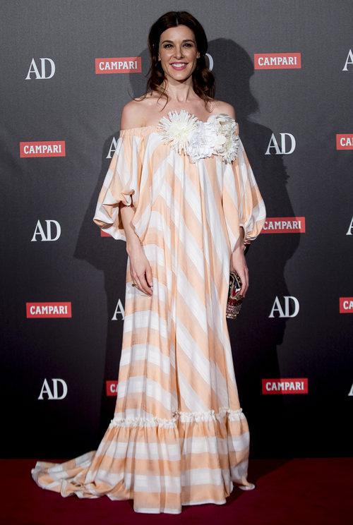 Raquel Sánchez Silva con un vestido de rayas en los Premios AD 2017