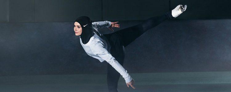 La patinadora Zahra Lari con el velo 'Pro Hijab' de Nike