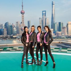Los ángeles de Victoria's Secret posando en China para presentar el próximo Fashion Show