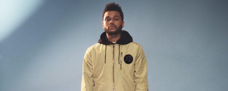 The Weeknd con una bomber dorada de H&M primavera/verano 2017
