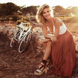Elsa Pataky con unas sandalias de esparto de Gioseppo primavera/verano 2017