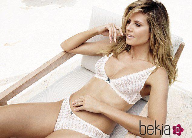 Heidi Klum con lencería de color blanco de su nueva colección para Bendon