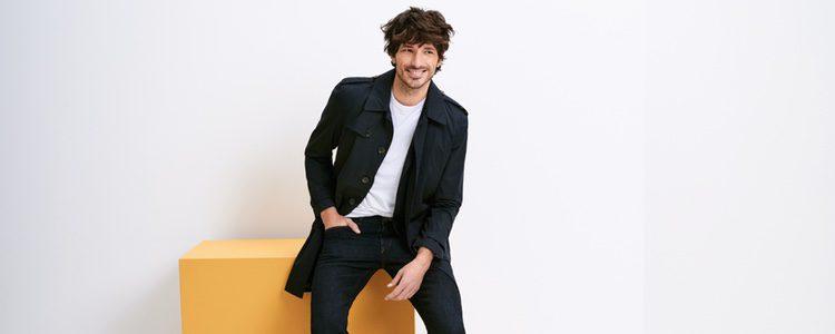 Andrés Velencoso con una blazer informal de Esprit Men primavera/verano 2017