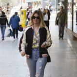 Blanca Suárez con un look casual en las calles de Madrid
