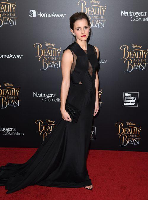 Emma Watson con un vestido negro en el estreno de 'La Bella y la Bestia' en Nueva York