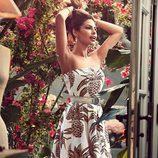 Eva Mendes con un vestido estampado de su propia colección primavera/verano 2017 con NY&C
