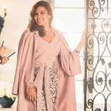 Eva Mendes con una falda floral de su propia colección primavera/verano 2017 con NY&C