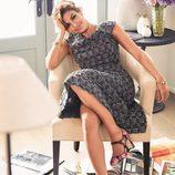 Eva Mendes con un vestido gris de su propia colección primavera/verano 2017 con NY&C