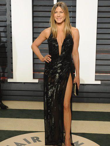 Jennifer Aniston con un vestido brilly en la fiesta de Vanity Fair tras los Oscar 2017