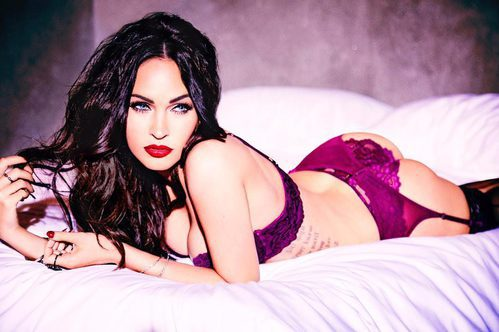 Megan Fox con un conjunto morado de la nueva campaña de Frederick's of Hollywood