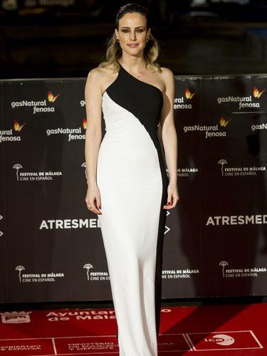 Natalia de Molina con un vestido bicolor en el Festival de Cine de Málaga