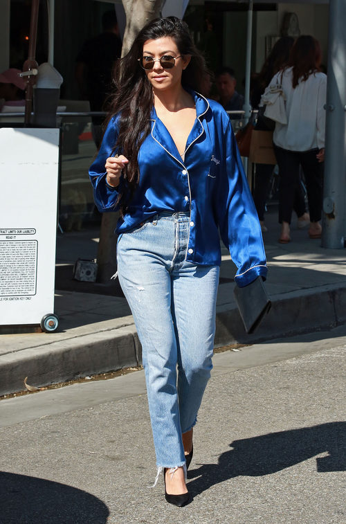 Kourtney Kardashian con un look pijamero en Los Ángeles