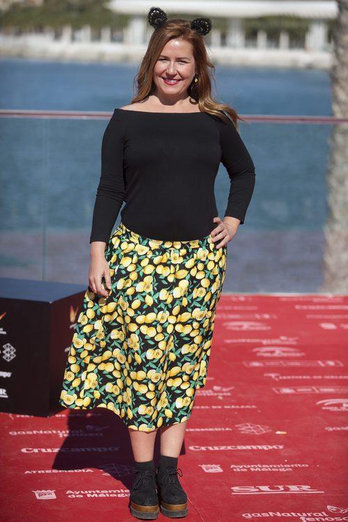 Natalia Roig con una falda estampada en el Festival de Cine de Málaga