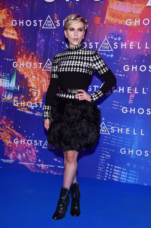 Scarlett Johansson con un total look black en la premiere de 'Ghost In The Shell' en París