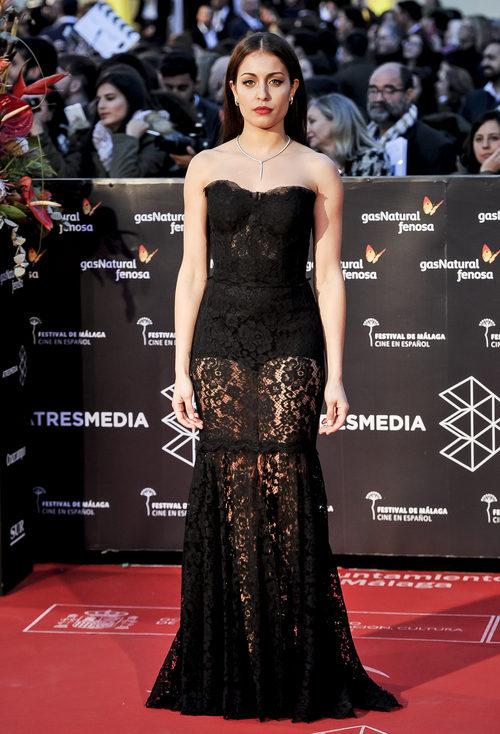 Hiba Abouk con un vestido de encaje en la gala de clausura del Festival de Cine de Málaga