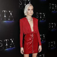 Cara Delevingne con un total look red en el CinemaCon 2017