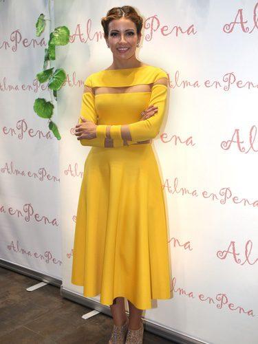 Virginia Troconis con un look amarillo en la inauguración de una tienda de la firma Alma en pena