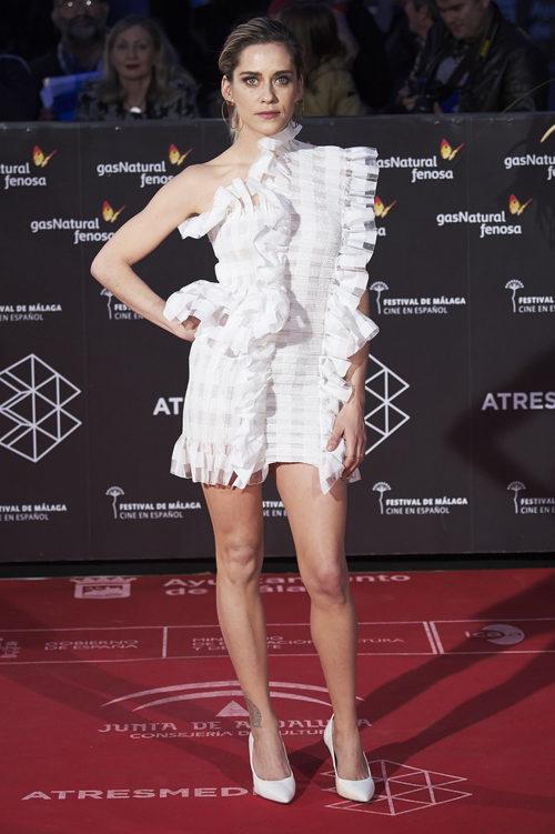 María León con un total look white en la gala de clausura del Festival de Cine de Málaga 2017