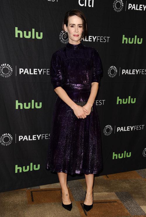 Sarah Paulson con un vestido glitter en un acto sobre la serie 'American Horror Story'