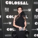 Anne Hathaway con un vestido negro en la premiere de 'Colossal' en Nueva York