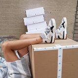 Zapatillas grises de la colección cápsula de Alexander Wang para Adidas Originals