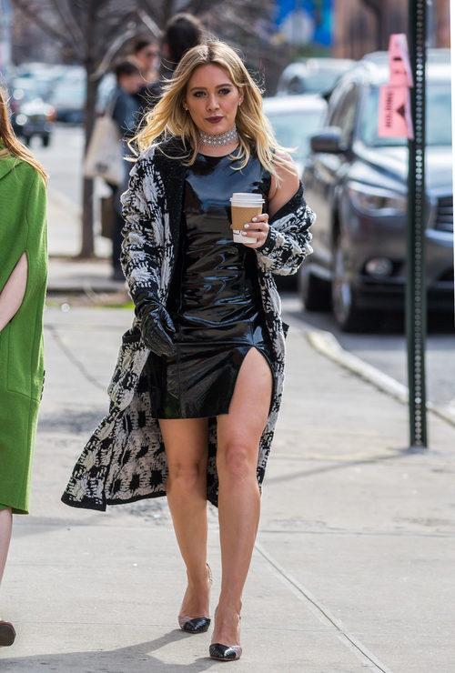 Hilary Duff con un vestido negro en Nueva York