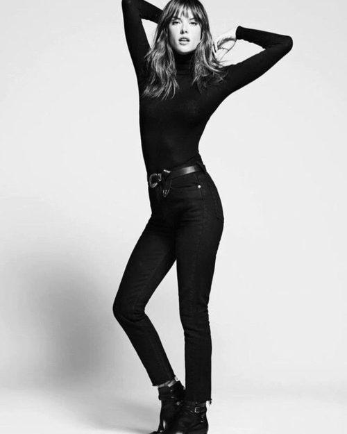 Alessandra Ambrosio con un total look en negro posando para la nueva colección de Redone primavera/verano 2017